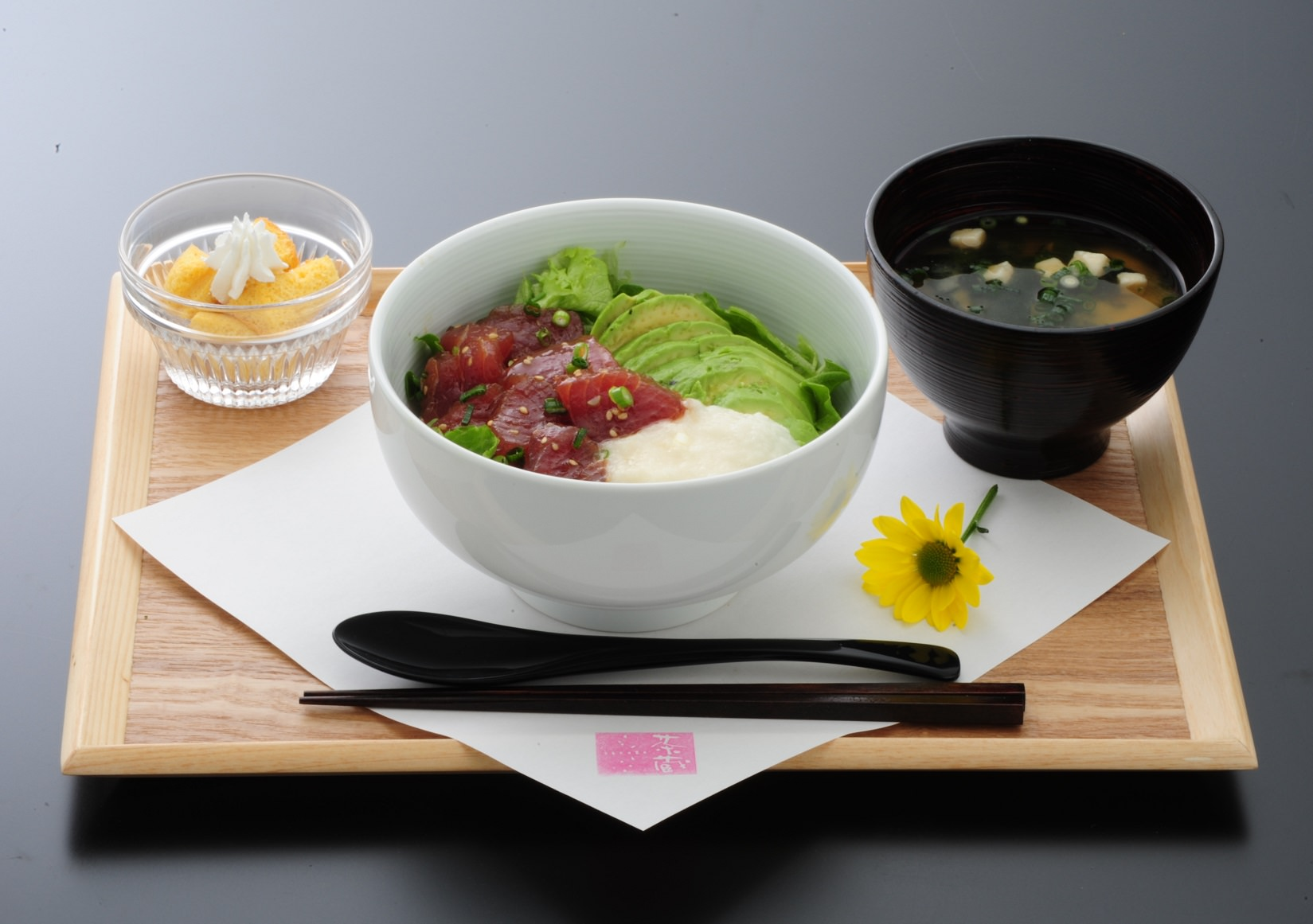 茶蔵_マグロとアボカド丼